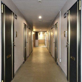 内廊下で雨の日も出かけやすくなっています。