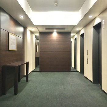 各階への移動にはエレベーターをご利用ください。