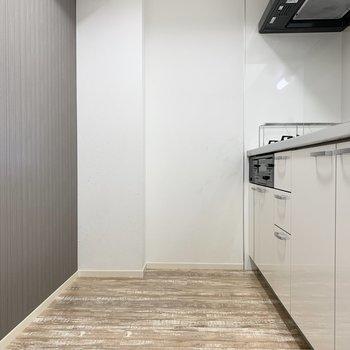 【LDK】大型の冷蔵庫も収まりますね。