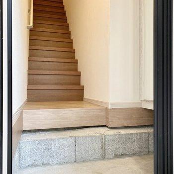 ※1番下の段差にはタタキ部分と同じようにコンクリートが塗られます。