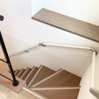 玄関のある1階までは階段で。