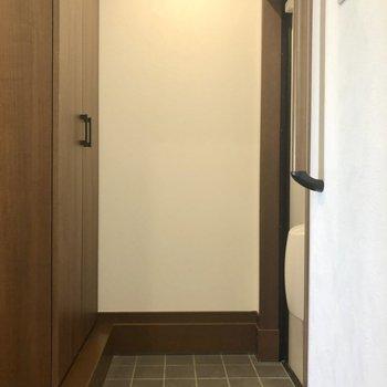 玄関は1、2足置いたままでも大丈夫な広さ。