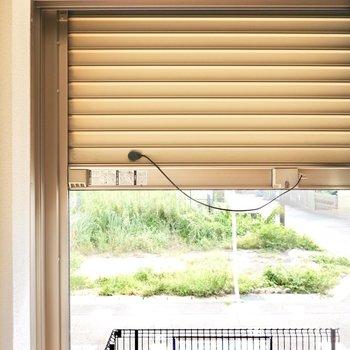 窓はシャッター付きなので留守の際などの防犯にお使いいただけます。