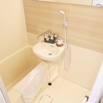 2点ユニットのお風呂も大きな鏡があって使いやすい!※同じ間取りの別部屋のものです