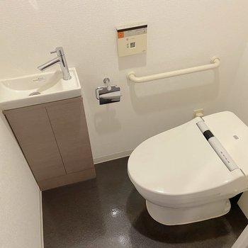 手洗い場が独立していました。※写真は2階の同間取り別部屋のものです