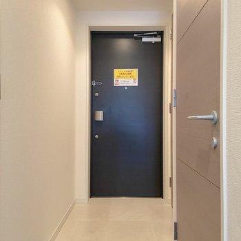 二重ロックでセキュリティが高めです。※写真は2階の同間取り別部屋のものです