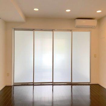 【LDK】洋室とは扉で仕切ることもできます。※写真は2階の同間取り別部屋のものです