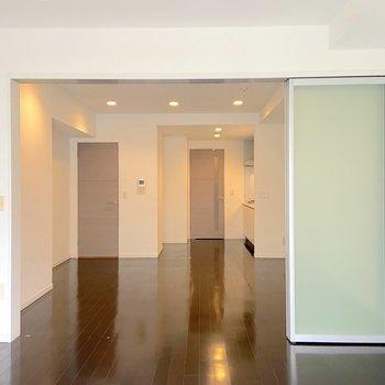 【洋室】こちらは寝室や書斎に。※写真は2階の同間取り別部屋のものです