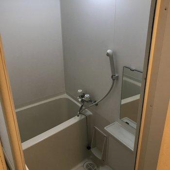 浴室乾燥機がついているのでぜひご活用ください※写真は11階の反転間取り別部屋のものです