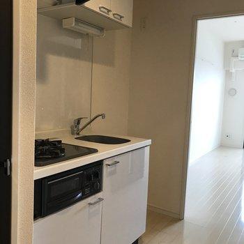収納が多いキッチン!※写真は11階の反転間取り別部屋のものです