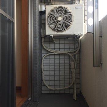 洗濯物がしっかり乾きそうなベランダです。※写真は8階の同間取り別部屋のものです