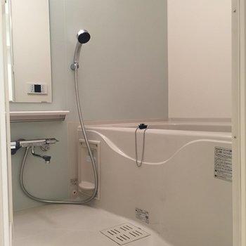 追い焚き付きのゆったりとしたお風呂です。※写真は8階の同間取り別部屋のものです