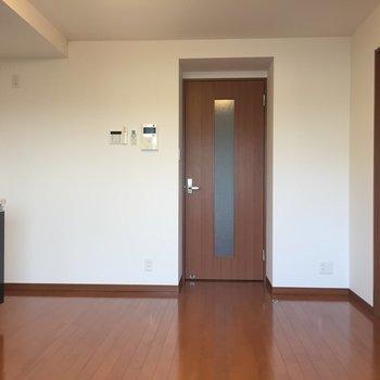 【DK】深いブラウンが落ち着いた印象のお部屋。渋くてかわいい……※写真は8階の同間取り別部屋のものです