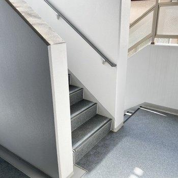 階段がすぐそばにあります。