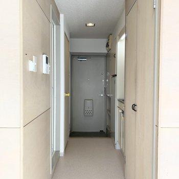 扉はありませんがカーテンレール付で洋室と廊下は間仕切り可能ですよ◎