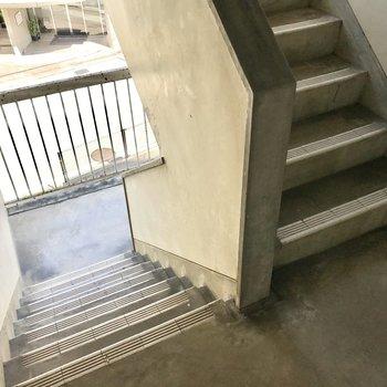 3階までは階段。いい運動です!
