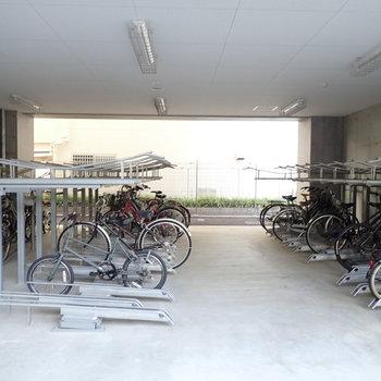 共用部】駐輪場は建物の下です。