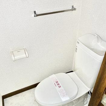 個室のトイレです。※写真は1階の同間取り別部屋のものです