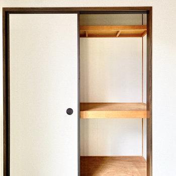 【和室約6帖】布団などもしまえます。※写真は1階の同間取り別部屋のものです