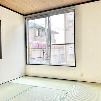 【和室約6帖】2面採光で快適です。※写真は1階の同間取り別部屋のものです