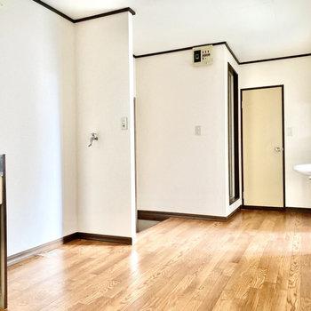 【DK】2人掛け用のダイニングテーブルが置けそうです。※写真は1階の同間取り別部屋のものです