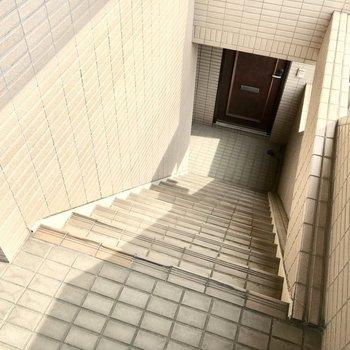 共用部】この階段が3階分、、