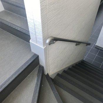 お部屋までは階段をのぼりましょう