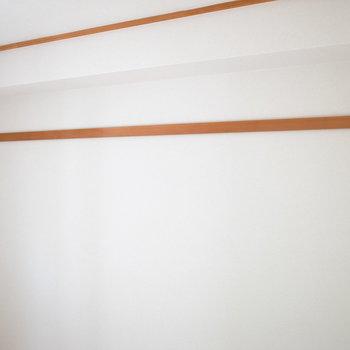 【洋室①】ハンガーなど、フックをかけられます。