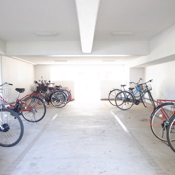 【共用部】駐輪場はここのほか、複数あります。