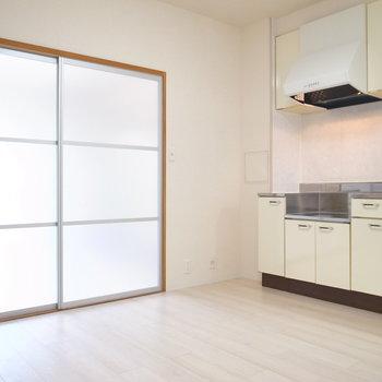 【DK】そう、スライドドアが半透明なので光がここまで届くんです!うれしいな〜。