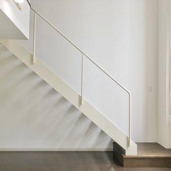 それでは2階にのぼってみましょう。(※写真は3階同間取り別部屋のものです)