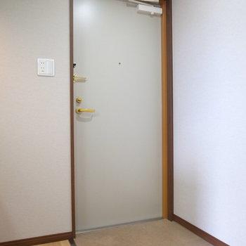 玄関にシューズボックスはありません。