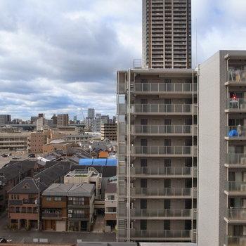 9階の眺めはやはり気持ちがいいなあ。