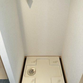 洗濯機置き場は玄関横にありました。