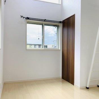 【3階洋室】約5帖のロフト付きの洋室。子ども部屋に良さそうな空間◎
