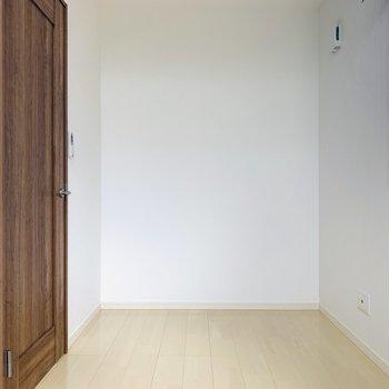 シンプルな色使いなので、カラフルになりがちな子ども部屋も邪魔せず、個性を引き立たせてくれそう。