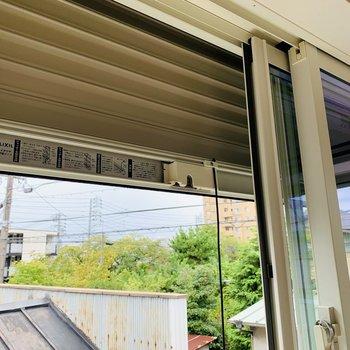 窓には全てシャッターがついていました。防犯面でも、自然災害の際も安心です。