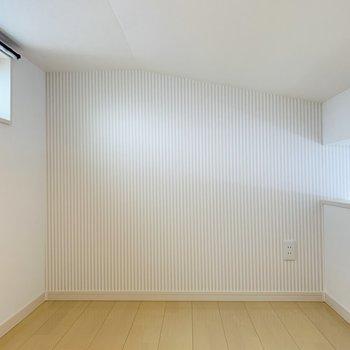 ロフトは3帖ほどの空間。ここはお布団かマットレスを置いてベッドルームに。