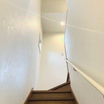 そしてお次は3階へ。階段の天井が高いのも気持ちがいいですね。