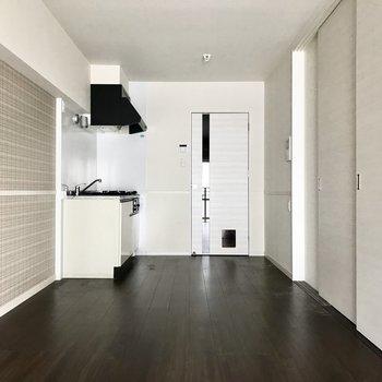 シンプルなお部屋でワンちゃんと暮らそう♩ (※写真は12階の同間取り別部屋、清掃前のものです)