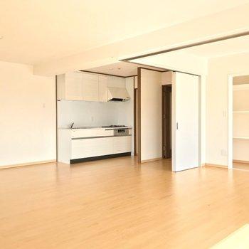 キッチンは洋室の近くにありました。