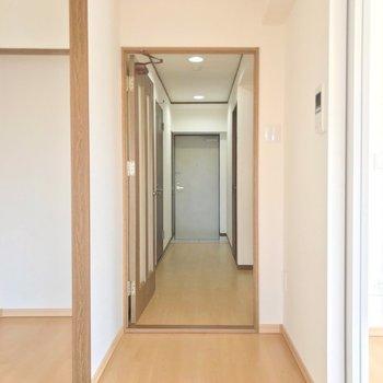 廊下側にももう1部屋洋室があります。