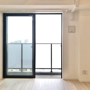 居室には暖かな光が差し込みます。
