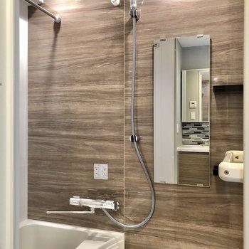 お風呂には浴室乾燥機付きです。