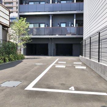 駐車場も敷地内に。(空き要確認)