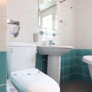 トイレ、洗面台は同室です(※写真は8階似た間取り、別部屋のものです)