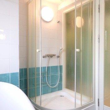 シャワールームもあります(※写真は8階似た間取り、別部屋のものです)