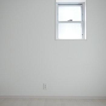 採光あり (※写真は6階の反転間取り別部屋のものです)