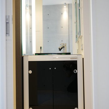 高級感のある脱衣室 (※写真は6階の反転間取り別部屋のものです)