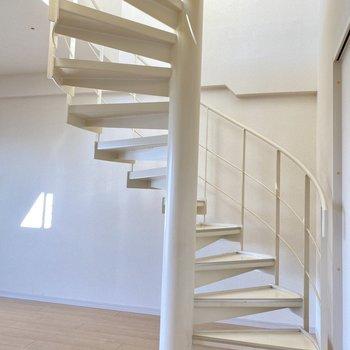 さあ、螺旋階段を登ってみましょう!